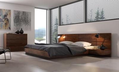 Łóżko z drewnianym wezgłowiem i pojemnikiem